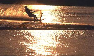 Coucher de soleil sur la vague